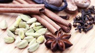 cardamom-cloves-and-cinnamon-arogyamasthu1