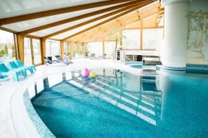 De har ett spa med fint poolområde